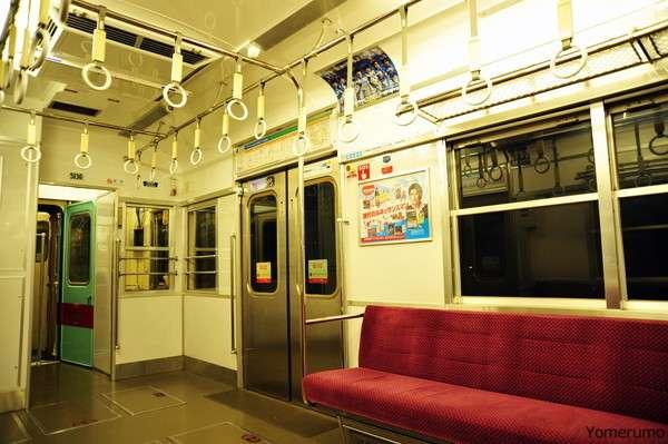 【激怒】電車でドアのすぐ横に立っている乗客を絶対に許さない!! 邪魔なんですよ!!|ニュース&エンタメ情報『Yomerumo』