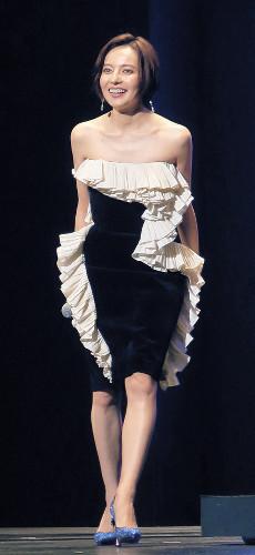 ベッキー、肩出しセクシードレス披露 将来の夢は「セレクトショップをやりたい」 (スポーツ報知) - Yahoo!ニュース