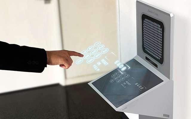 SF映画のような「空中に操作画面を表示」させるディスプレイシステムがついにリリース