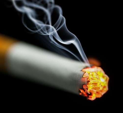 全国の喫煙者率は男性28.2%、女性9.0%に