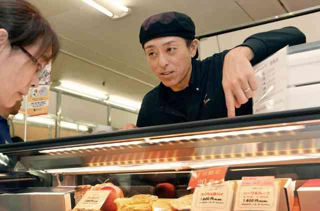 「ジャンプの船木和喜」百貨店でパイ売り 現役続行の陰で