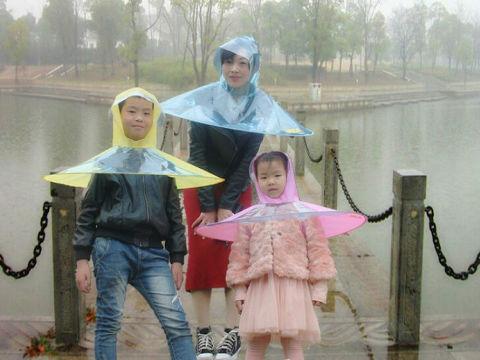 傘とレインコートが中国で脅威の悪魔合体を果たし、革命的な雨具が誕生