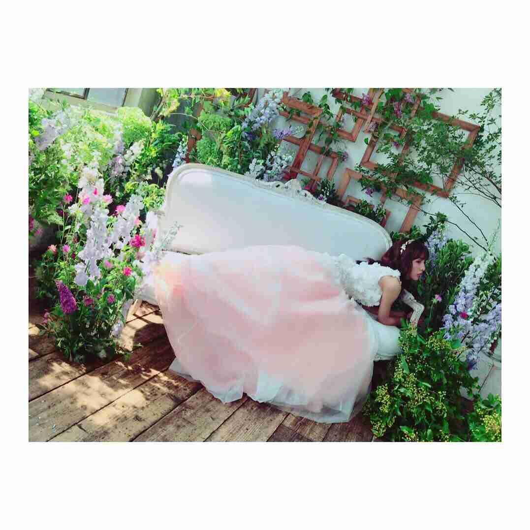 板野友美、息をのむウエディングドレス姿を披露!「天使!!!「かわいい!」と話題