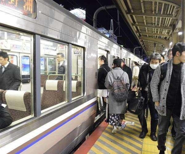 電車との衝突狙い?ホームで体当たり、女性けが 53歳男を殺人未遂容疑で逮捕 JR三ノ宮駅