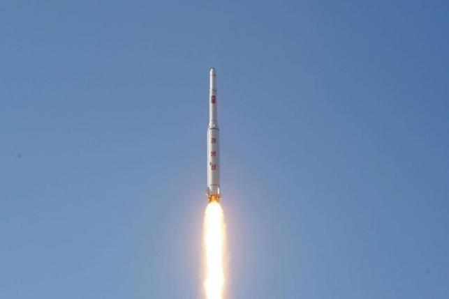 【速報】北朝鮮が日本海へ向かって弾道ミサイルを発射、日本の排他的経済水域内に着水の可能性 | GirlyNews