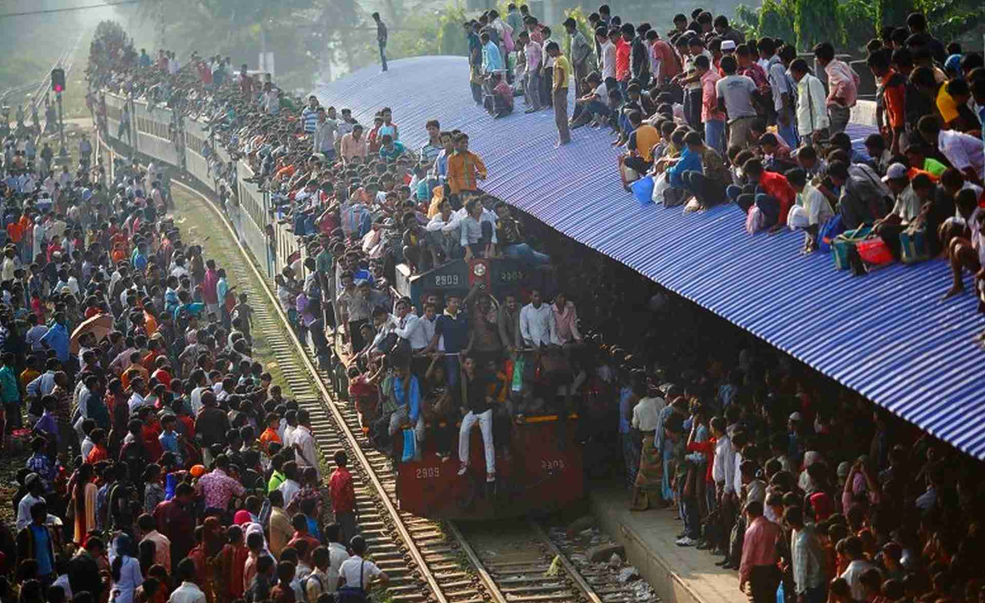 The Most Crowded Train In The World- Bangladesh Railway (Must See) - YouTube