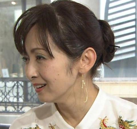 【画像】斉藤由貴、現在50歳になるも「可愛さ魔法レベル」「どうやっても50に見えない」「妖精じゃないか」の声 :にんじ報告