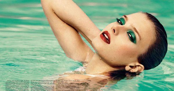 プールに化粧はマナー違反ですか?