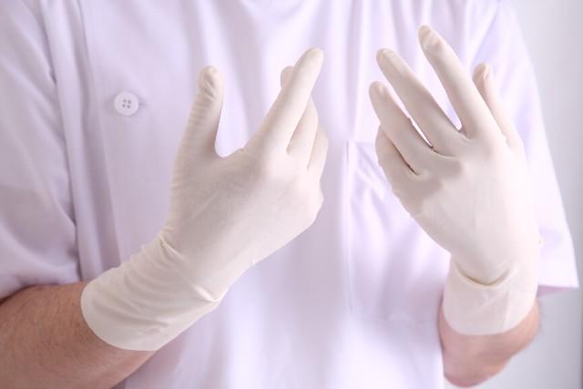 歯科医の手袋「患者ごと交換」52%…歯削る機器だけでなかった使い回し