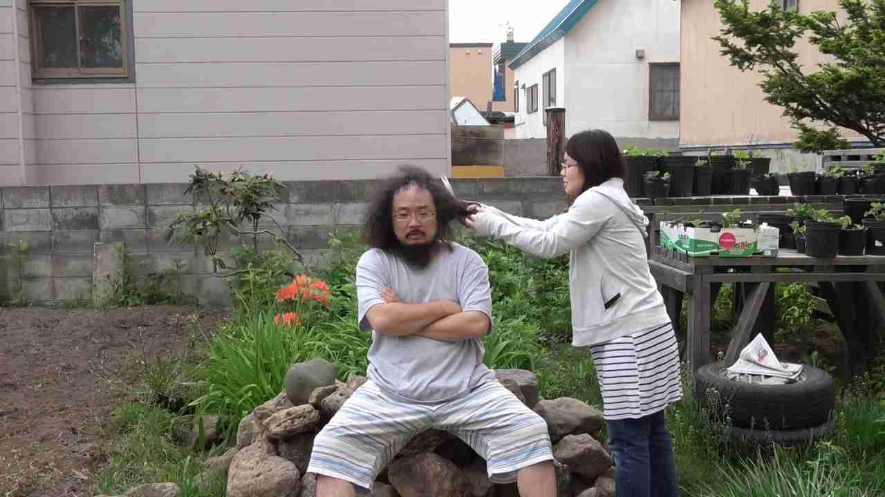 切れ切れうるさいから、嫁に髪切らせた。 - YouTube