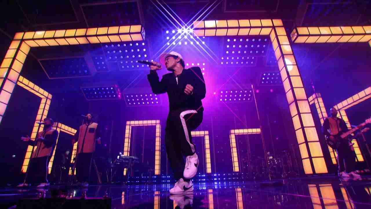 Bruno Mars - Versace on the Floor [Billboard Music Awards 2017] - YouTube