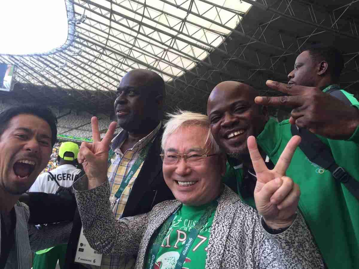 高須克弥院長、サッカー銅獲得のナイジェリアに2000万円+1900万円のボーナス手渡し