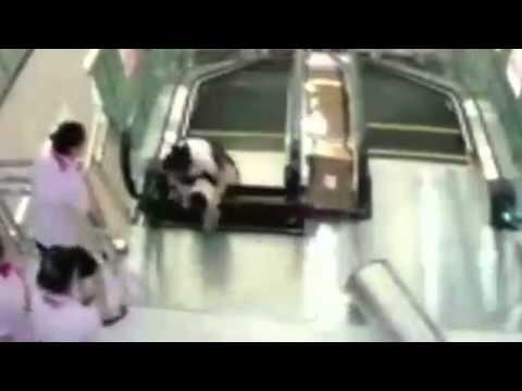 エスカレーター事故 中国 - YouTube