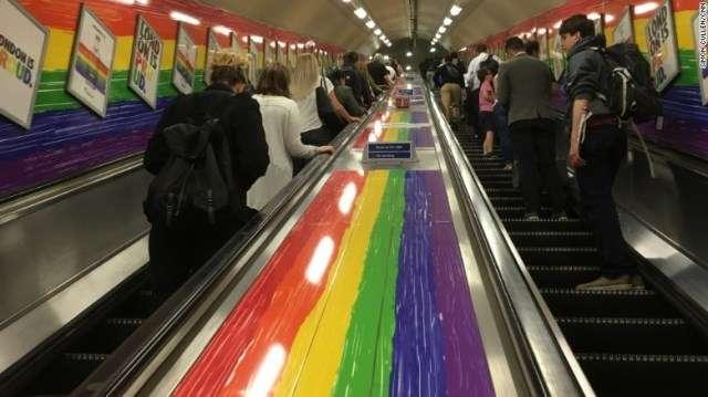 CNN.co.jp : ロンドン地下鉄、「レディース&ジェントルマン」の呼びかけ廃止
