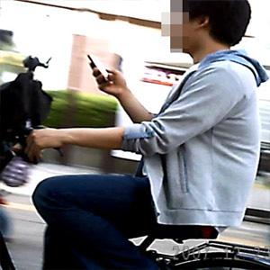 歩きスマホの女性に体当たり 一時意識不明の重体 傷害容疑で男(63)逮捕