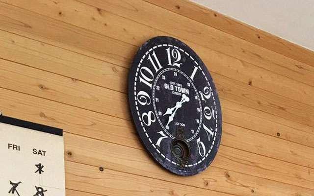 最近、居間の時計がおかしい! 原因が発覚し「お、お前かー!!」  grape [グレイプ]