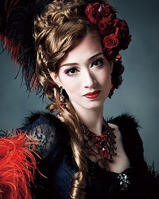 屈指の美貌で人気…宝塚歌劇宙組娘役・伶美うららが11月に退団