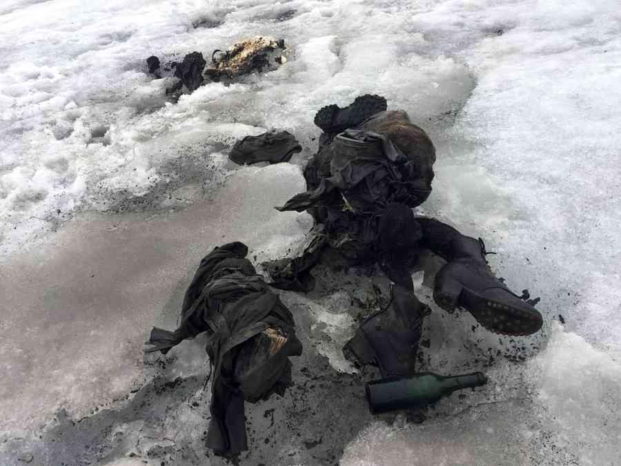 【閲覧注意】75年間行方不明の夫婦、解けた氷河から遺体で発見 スイス