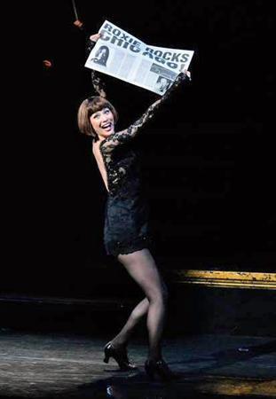 米倉涼子 日本人女優初!主演作「CHICAGO」ブロードウェー再演で感涙