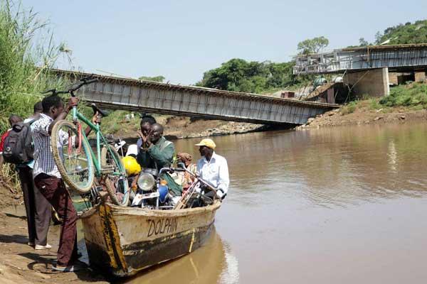 中国企業手掛けたケニアの橋、完成前に崩落…総工費14億円