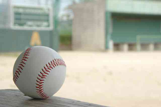 「美談なの?」スマホ禁止の野球部を紹介した記事に疑問の声