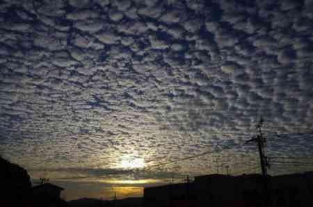 全国各地で「地震雲」報告相次ぐ ツイッターに画像が多数投稿 - ライブドアニュース