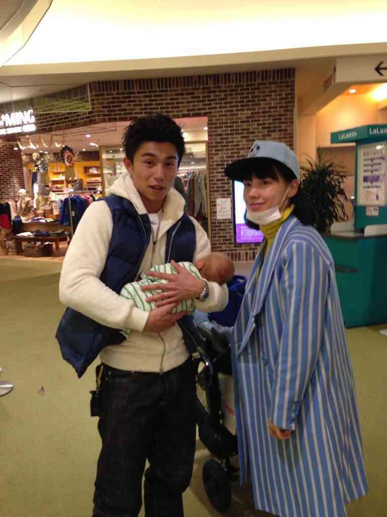 「こんな夫婦になりたい!」「和んだ」 仲里依紗&中尾明慶、スイカ割りで息子よりはしゃぐ姿に憧れる声