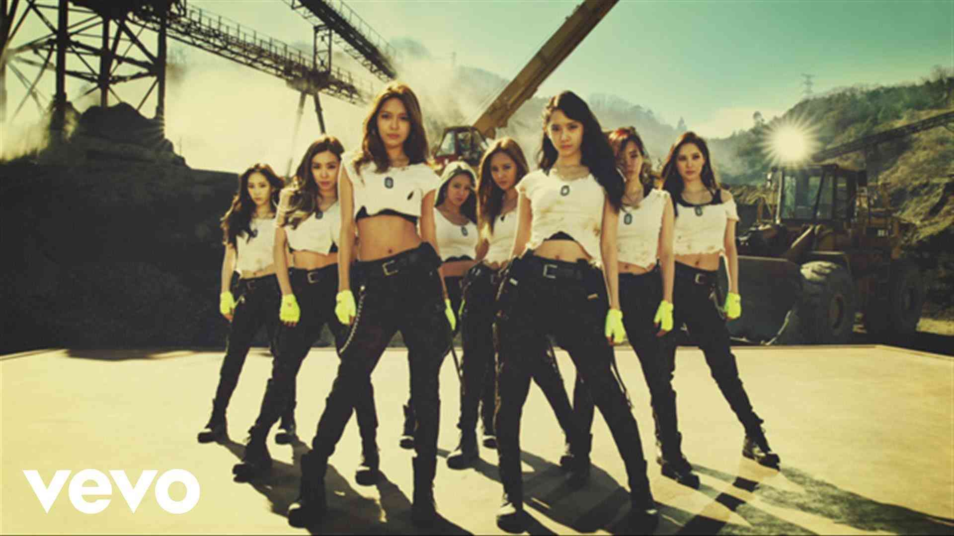 GIRLS`GENERATION少女時代 - Catch Me If You Can_ Music Video - YouTube