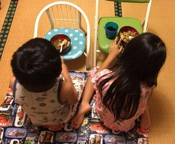 子供の「ご飯いらない!」はおうちピクニックで解決!あるママのナイスアイデアが話題|ニフティニュース