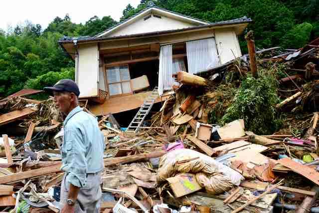 子をかばうように抱いた女性、倒壊家屋に遺体 九州豪雨:朝日新聞デジタル