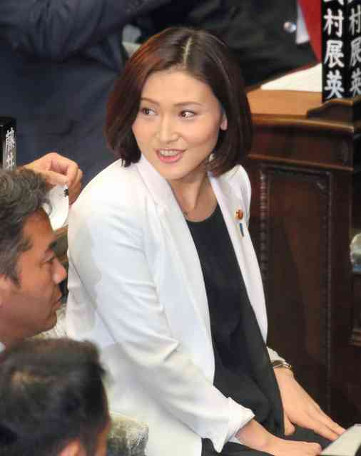 金子恵美氏、公用車に子ども乗せない意向 (朝日新聞デジタル) - Yahoo!ニュース