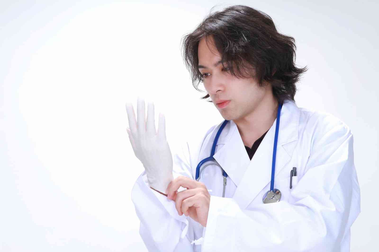 整形サイボーグ・田崎エリカの生々しい手術方法に名倉潤ら戦慄!最もこだわったのは「おでこ」|ニュース&エンタメ情報『Yomerumo』