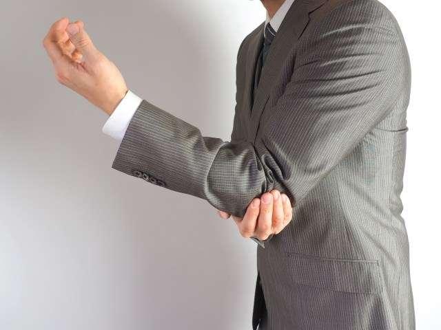 肘が痛いのはスマホ肘やパソコン肘かも!肘の使いすぎは注意