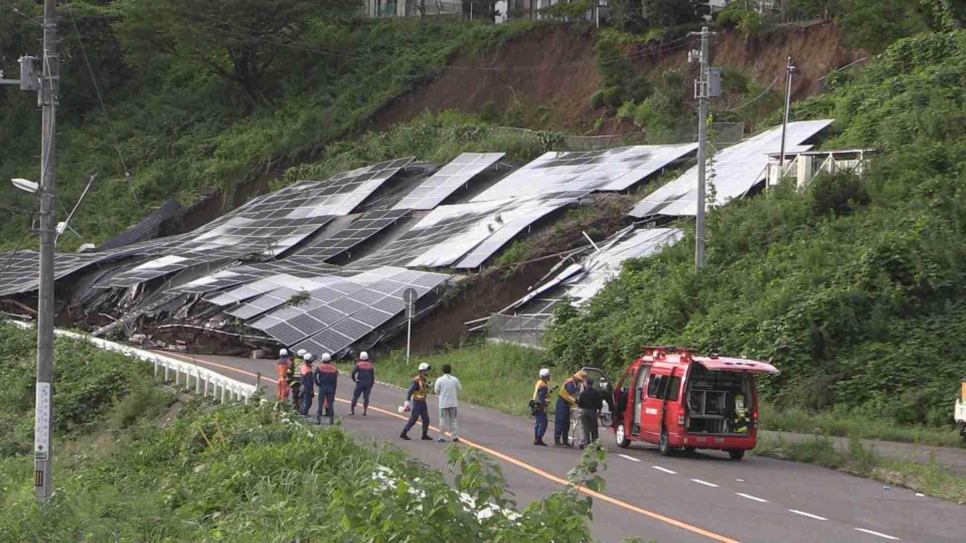 ソーラーパネル崩落 仙台市太白区で土砂崩れ - YouTube