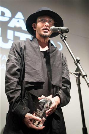 オダギリジョー、北米最大の日本映画祭で受賞!事務所の協力に感謝