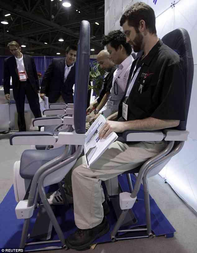 コスト削減の新境地 南米LCC、全機で立ち席の導入を検討