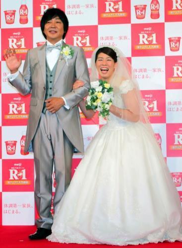 沙保里、ウェディングドレス姿披露!東京五輪への挑戦は「3年あればわからない」 : スポーツ報知