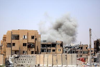 シリア政府軍、中部ホムスのIS最後の拠点に進攻 写真2枚 国際ニュース:AFPBB News
