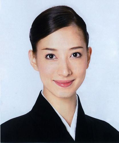 屈指の美貌で人気…宝塚歌劇宙組娘役・伶美うららが11月に退団 : スポーツ報知