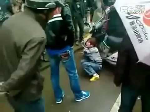 Chinese people which assault Uighur child. - YouTube
