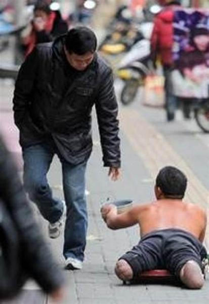 【中国トンデモ事件簿】「1、2歳の手足切断し、物乞いとして利用」…社会主義国・中国で産業化する「物乞い管理」、闇組織の非道 - 産経ニュース