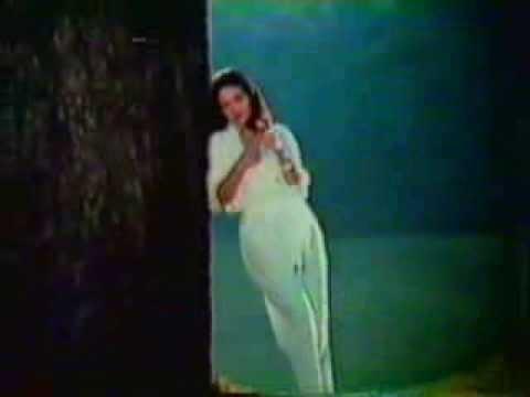 1979年CM カネボウ イフG 君はバラより美しい オリビア・ハッセー - YouTube