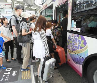 キャリーバッグに路線バス困惑 京都、観光客持ち込み混雑