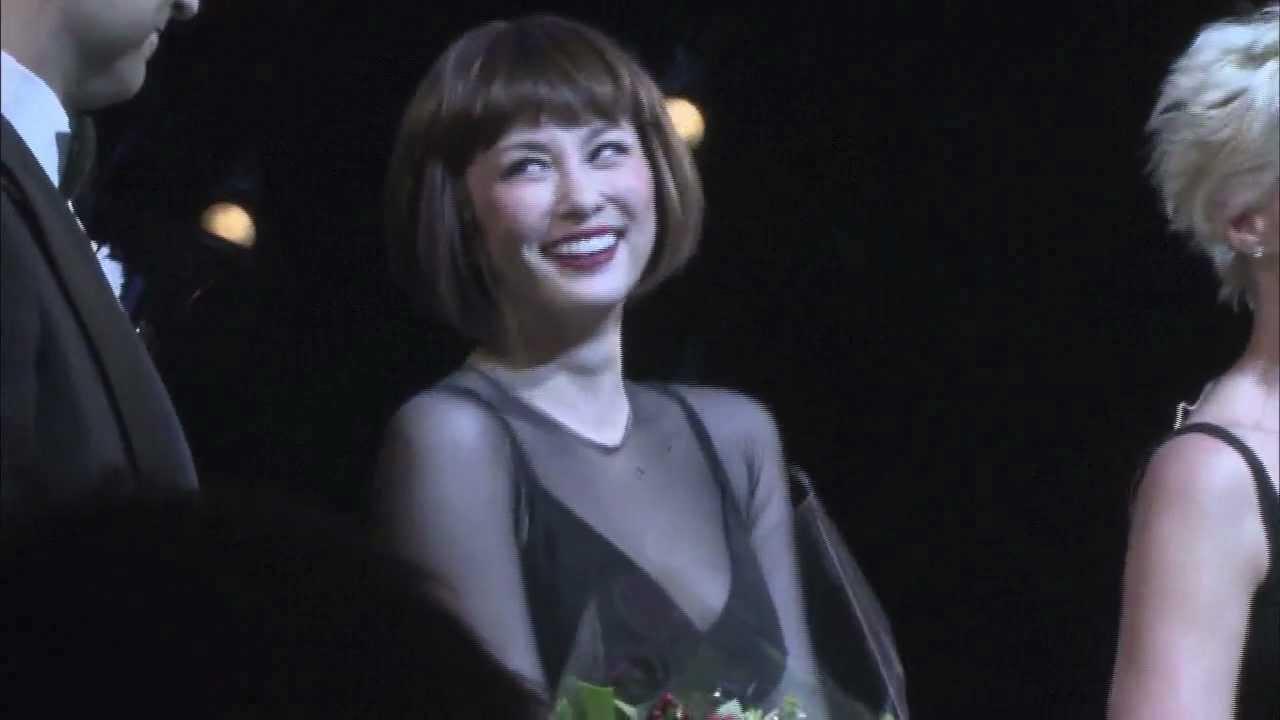 【字幕あり】 米倉涼子 B'wayデビュー【舞台とカーテンコール】 - YouTube