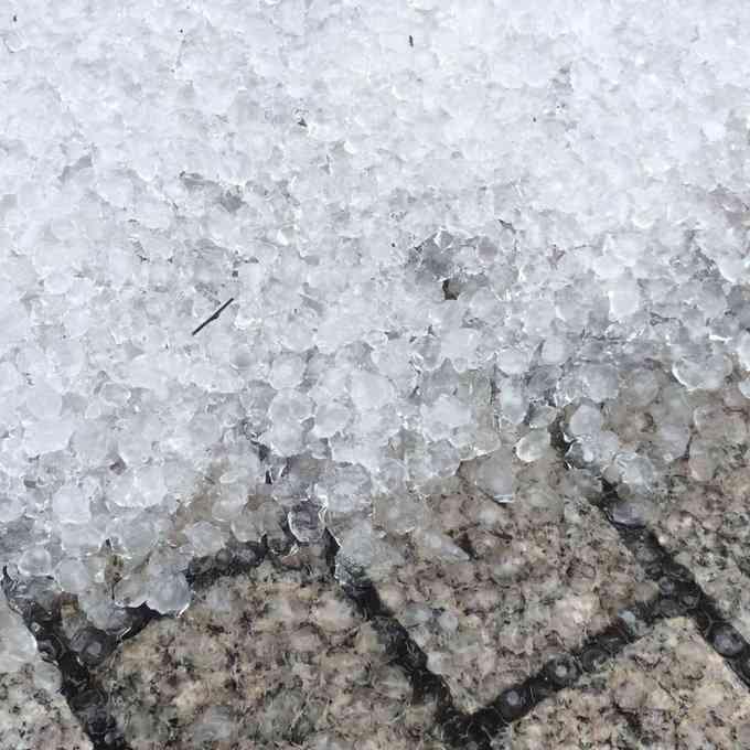 都心に大量のひょう 関東各地でゲリラ豪雨