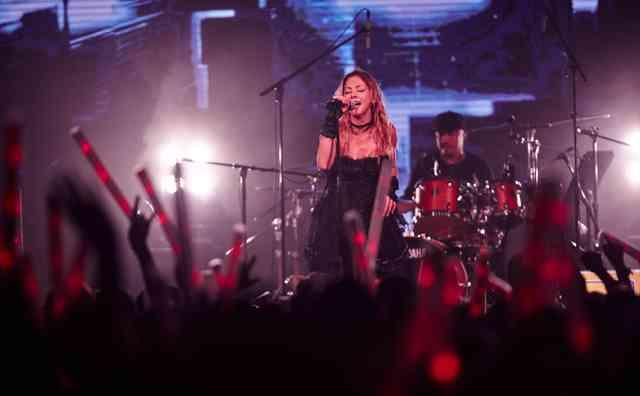 土屋アンナ、歌手デビュー15周年記念ワールドライブツアーの開催が決定