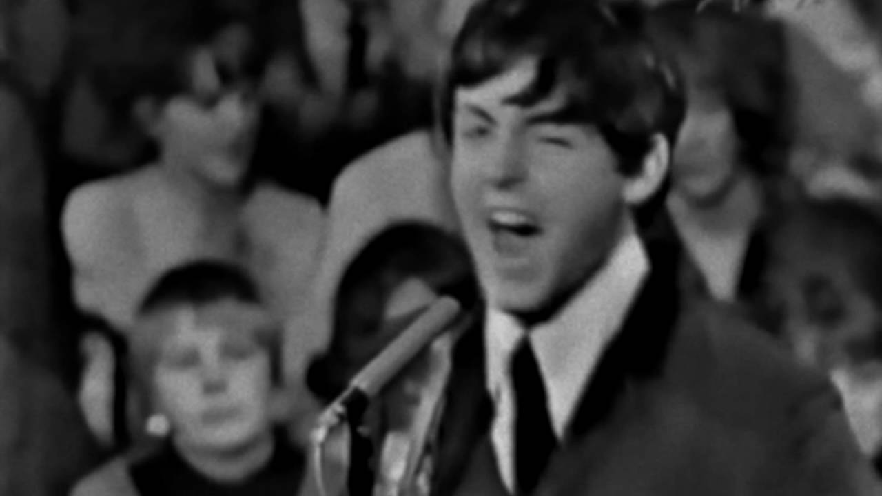 The Beatles - I Saw Her Standing There (Live) - YouTube
