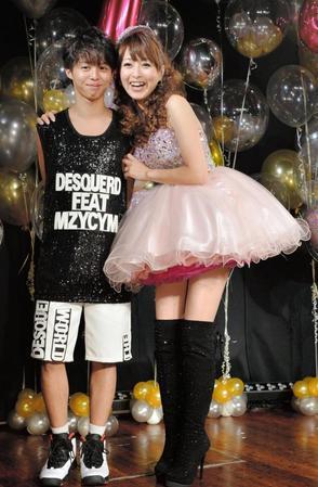 渡辺美奈代が膝上20センチスカート「(アイドルを)守ってます」