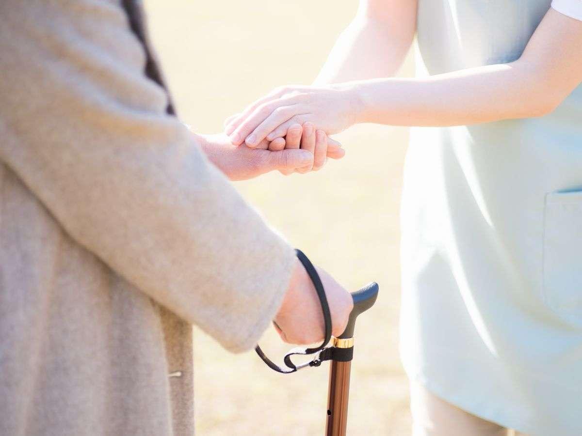 家庭での高齢者虐待は男性によるものが過半数 - シニアガイド