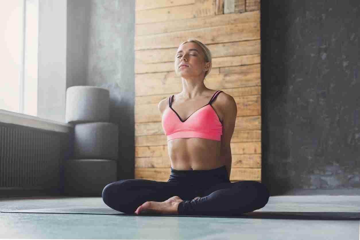 巻き肩矯正で全身を美姿勢に!特選ストレッチ5ほか効果的な全方法